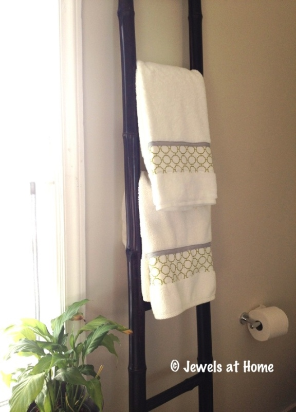 DIY fabric border towels by Jewels at Home
