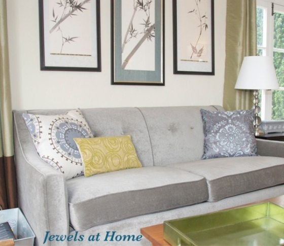 Tutorial on sewing decorative cushions.  From Jewels at Home.