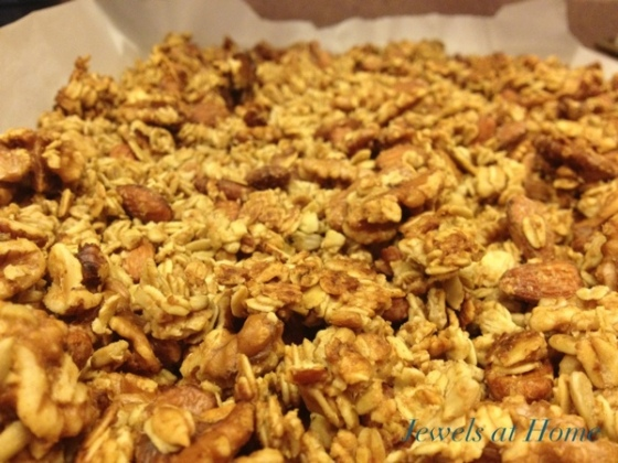 Recipe for a chunky nutty homemade granola {Jewels at Home}