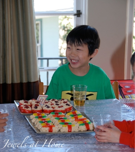 Tons of ideas for a Ninjago birthday party, complete with decorations, activities and food, from Jewels at Home.