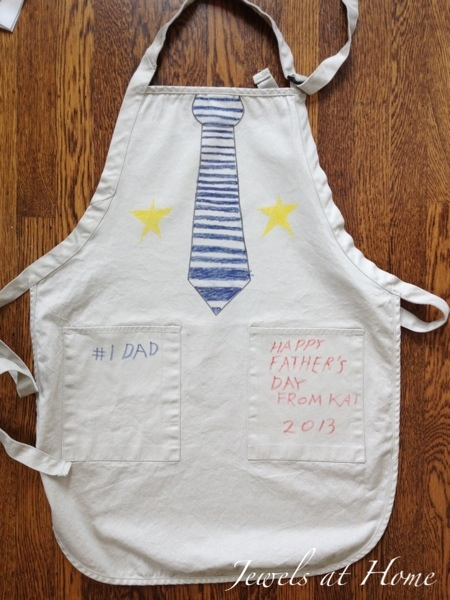 "Decorate ""tie"" and ""medal"" aprons for Father's Day.  Make unique gifts for dad from kids 