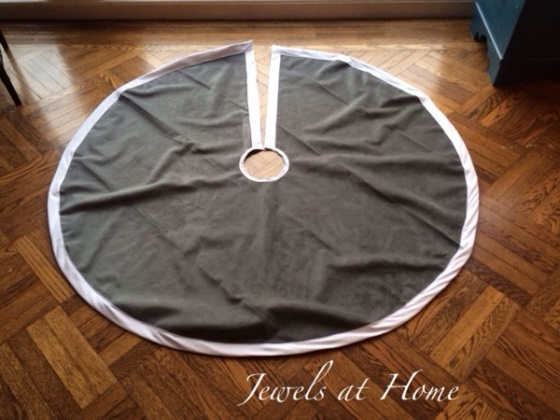 Decorating for a white Christmas.  Simple modern tree skirt design | Jewels at Home
