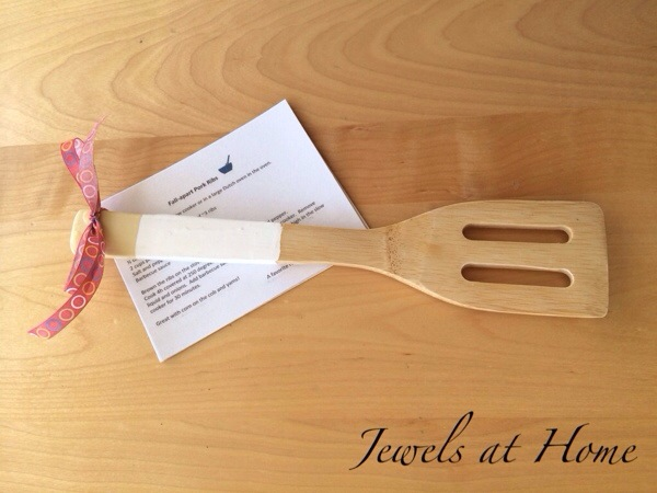 DIY laminated recipe cards.  Pair these pretty cards with a DIY dip-painted wooden utensil to make a lovely hostess or teacher gift    Jewels at Home