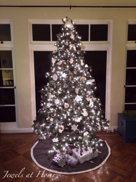 Decorating for a white Christmas.  Lots of decorating and DIY ideas for your tree and the whole house | Jewels at Home