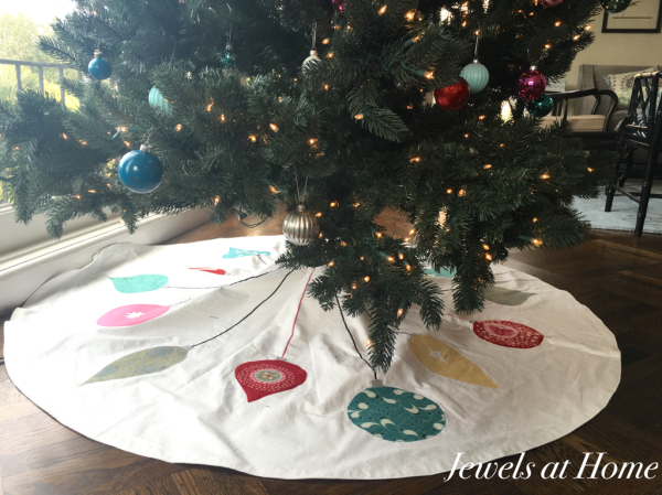 Retro Christmas Ornament Tree Skirt | Jewels at Home